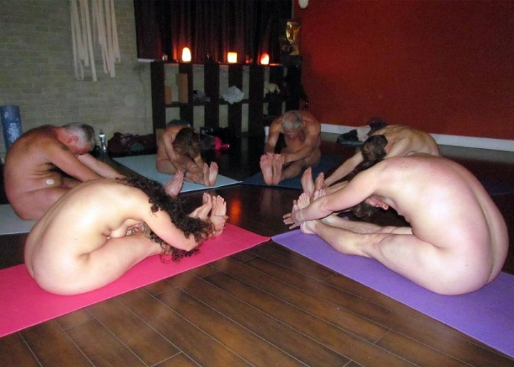 naked-yoga-class-isis-phoenix-blog-young-naturists-america